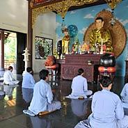 Khuyên  Người Niệm Phật Hưởng Quả Được Người Trợ Niệm Ngồi Tự Tại Vãng Sanh