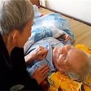 Cụ Bà 80 Tuổi Ngọt Ngào Khuyên Chồng Niệm Phật Vãng Sanh [Video]