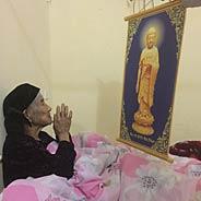 Khi Có Bệnh Ngoài Niệm Phật Ra Đối Với Tất Cả Việc Ở Thế Gian Không Nên Nghĩ Nhớ Hay Tham Luyến