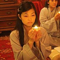 Ngoài Niệm Phật Nên Làm Thêm Điều Thiện Và Hồi Hướng
