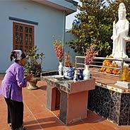 Niệm Phật Và Bái Lạy Bồ Tát Quán Âm Được Vãng Sanh [Video]